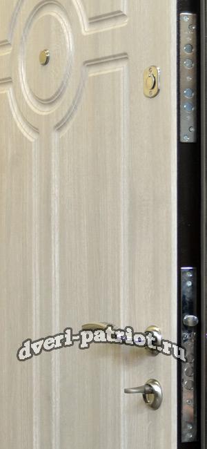 металлические двери с порошковым покрытием под дерево