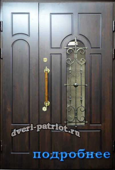 входная двухстворчатая входная дверь в загородной дом